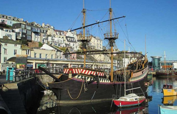 The_Golden_Hind_Brixham-700x450